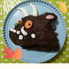 This is the perfect birthday cake for any little Julia Donaldson fan, an easy Gruffalo cake! This Gruffalo birthday cake comes with it's own template! Second Birthday Ideas, Fabulous Birthday, 2 Birthday Cake, Birthday Parties, 4th Birthday, Gruffalo Party, Red Nose Day, Diy Cake, Biscuit Recipe