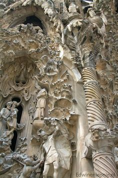 La Sagrada Familia, an unfinished cathedral by Gaudi, Barcelona, Spain. That Gaudi had quite the imagination. Architecture Antique, Beautiful Architecture, Beautiful Buildings, Art And Architecture, Architecture Details, Beautiful Places, Modern Buildings, Gaudi Barcelona, Barcelona Catalonia