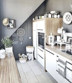 This monochrome Scandi boho kitchen belongs to Claudia from @belliwood _boholiving. She creates her own DIY cushions and other boho home accessories paired with vintage wood and white throughout creating an inspiring and beautifully individual home. Take a look...