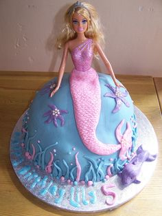There are many different ways to make a cake, formed as a Barbie doll. Here are some great ideas, how to shape the Barbie cake and decorate Barbie's dress. Check out pictures of beautiful Barbie cakes! Barbie Birthday Cake, Mermaid Birthday Cakes, Mermaid Cakes, Birthday Cake Girls, Princess Birthday Cakes, Sixth Birthday Cake, Mermaid Tail Cake, Birthday Ideas, Rainbow Birthday