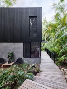 Modern coastal house nestled in the lush Australian rainforest 1 - Architecture Design Ideas House Cladding, Exterior Cladding, Facade House, Timber Cladding, Black Cladding, Coastal Living Rooms, Coastal Homes, Coastal Bedrooms, Coastal Farmhouse