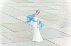 long elegant wedding dress with a small train, stole turquoise to match the belt of the dress with diamonds (www.noni-mode.com - Photo: Le Hai Linh)