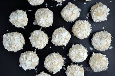 Delicious and healthy raffaello coconut balls without any flour or condensed milk, with lower sugar and fat content, suitable for example as a healthy Christmas sweets. Coconut Recipes, Healthy Recipes, Coconut Balls, Light Desserts, Christmas Sweets, Healthy Sweets, Calories, Sweet Recipes, Granola