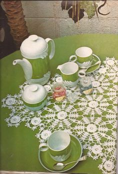 Crochet table centerpiece with diagram - instructions are in Spanish, but with the diagram, this can be easily made