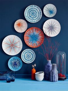 Customize plates by painting colorful sea urchin patchworks! Customize plates by painting colored sea urchin patchworks! Diy Wall Decor, Diy Home Decor, Room Decor, Wall Decorations, Paint Decor, Blue Wall Decor, Diy Décoration, Creative Walls, Baskets On Wall