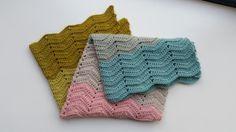 Super Easy Crochet Baby Blanket in Plump DK - free pattern @ Mrs Moon