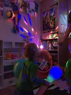 We love having our own random discos at the weekend. I blow up some balloons, get the disco light out and the kids go crazy 😍