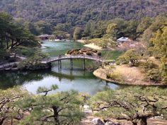 """Découverte du jardin Ritsurin classé """"trésor national d'envergure"""" situé à Takamatsu, ville de Kagawa, la plus petite préfecture du Japon."""