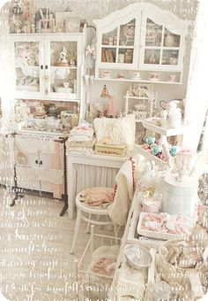 I've decided to go with a pink, greige and neutral theme for my sewing studio....calming colors