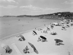 Astir Beach, Vouliagmeni, Athens, Photo by Dimitris Harissiadis Benaki Museum Photographic Archives Greece Pictures, Old Pictures, Old Photos, Vintage Photos, Greece Sea, Athens Greece, Greece History, Greek Town, Benaki Museum
