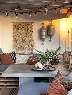 10 gode tips til en koselig uteplass - Franciskas Vakre Verden Terracotta, Dining Table, Rustic, Furniture, Live, Home Decor, Houses, Accessories, Patio