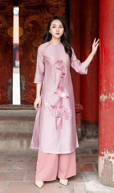 Indian Suits, Indian Wear, Pakistani Dresses, Indian Dresses, Long Kurtis, Boutique Suits, Kurti Patterns, Ethnic Dress, Chinese Clothing