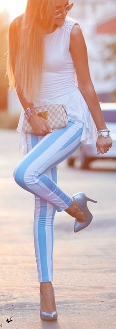 <3 na I've seen these stripped pants in black and white but didn't consider them possible.. But in this color.. Hmmm...