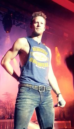 Good lord can he wear jeans and a muscle tee or what?! Brian Kelley ❤️❤️❤️❤️