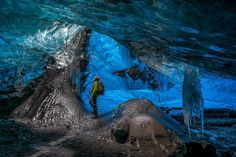 Ice caves in the Vatnajokull glacier, Iceland - Einar Runar Sigurdsson/Rex Features What A Wonderful World, Beautiful World, Beautiful Places, Iceland Glacier, Cave Tours, Snow Sculptures, Water Pictures, Stone Walkway, The Weather Channel