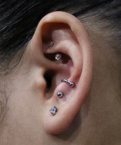 I love this jewelry in the anti-tragus!