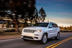 Jeep Grand Cherokee adds new Trailhawk and upgrades Summit for 2017