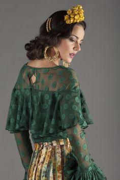 Spanish Dress, Spanish Style, Flamenco Costume, Tribal Dance, Hacienda Style, Supermodels, Beautiful Dresses, Lace Skirt, Fashion Dresses