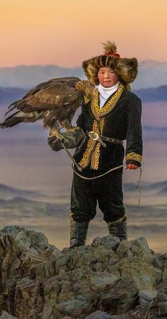 Directed by Otto Bell. A teenager girl named Ashol-Pan living in the mountains of northwestern Mongolia becomes an eagle huntress. Mongolia, Tibet, Eagle Hunting, Character Inspiration, Character Design, Golden Eagle, Photo Reference, World Cultures, People Around The World