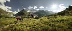 Hütten Hopping auf Österreichs Bergen: Zur Belohnung gibts ein Speckbrot!  Bild: ÖW / Peter Burgstaller