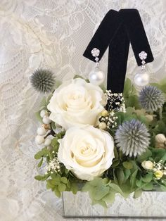 Customized jewelry display with preserved flowers #cmeldesign #preservedflower #whiteroses #jewelrybox #永生花 #不凋花 #whiterose