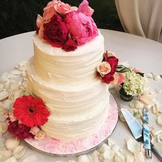 Beautiful and delicious! This bride's cake was not only gorgeous...it was delicious. I may or may not have gone back for seconds........ Thanks @shannascc for creating this beauty. . . . #weddinginspiration #weddingcake #cakeflowers #petals #cake #delicious #touchofwhimsy #petalpost #peony #gardenrose #eventdesigner #eventplanner #sanantonio #hofmannranch #wedding