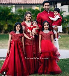 Mom Daughter Matching Dresses, Matching Family Outfits, Girls Frock Design, Baby Dress Design, Stylish Dresses For Girls, Dresses Kids Girl, Indian Fashion Dresses, Indian Designer Outfits, Kids Blouse Designs