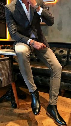 Men's casual jackets. Jackets really are a vital part of every single man's set of clothes. Men require outdoor jackets for a variety of situations and several weather conditions