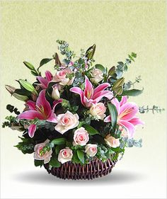 Designer - Kashmiri Basket Arrangement Basket Flower Arrangements, Beautiful Flower Arrangements, Floral Arrangements, Beautiful Flowers, City Flowers, Church Flowers, Funeral Flowers, Deco Floral, Arte Floral