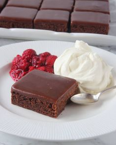 Chokladfudge brownies – Lindas Bakskola Baking Recipes, Cake Recipes, Dessert Recipes, Grandma Cookies, Bread Cake, Bakery Cakes, Piece Of Cakes, Fudge Brownies, No Bake Desserts