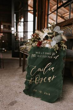 hochzeit eingang 20 Acrylic Wedding Welcome Signs Perfect for Greeting Guests Wedding Signage, Wedding Venues, Wedding Cakes, Destination Wedding, Emerald Green Weddings, Emerald Wedding Theme, Modern Wedding Theme, Gold Wedding Colors, Burgundy Wedding