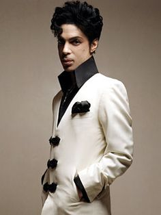 Celebrating the life, legacy, achievements and artistry of Prince Rogers Nelson. Quality rare photos and more. Peace, B Wild! Sheila E, Prince Rogers Nelson, Purple Rain, Beautiful One, Beautiful People, Beautiful Pictures, Madonna, 1990 Style, Dearly Beloved