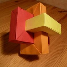 Interlocking magic rings origami design. This is really cool!!