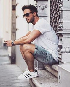 Adidas Superstar, Macho Moda - Blog de Moda Masculina: Looks Masculinos com Adidas Superstar, pra inspirar! Bermuda Jeans Masculina, Look Masculino Verão, Camiseta Lisa Branca,