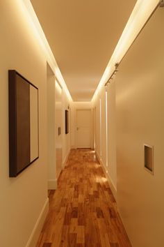 The halls and hallways are valued with good lighting. Hidden Lighting, Cool Lighting, Lighting Design, Corridor Lighting, Indirect Lighting, Office Interior Design, Interior Design Living Room, House Ceiling Design, House Design