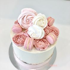 Suloinen syntymäpäiväkakku Www.cakeaus.com Specialty Cakes, Birthday Cake, Desserts, Food, Tailgate Desserts, Deserts, Birthday Cakes, Essen, Postres