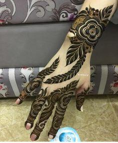 Instagram post by henna Artist Bahrainخدمة منازل • Apr 23, 2019 at 1:39pm UTC Short Mehndi Design, Rose Mehndi Designs, Khafif Mehndi Design, Latest Arabic Mehndi Designs, Henna Art Designs, Indian Mehndi Designs, Mehndi Designs For Girls, Mehndi Designs 2018, Stylish Mehndi Designs
