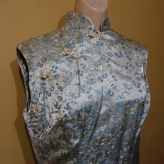 1950 年代絹錦のチャイナ ドレス シルバーとブルーの花柄 Silm セクシーなカクテル ドレス by oldclothes