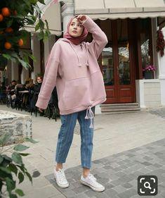 Hijab Long et Simple - Style très Chic - Hijab Fashion and Chic Style Modern Hijab Fashion, Street Hijab Fashion, Muslim Fashion, Modest Fashion, Fashion Outfits, Hijab Casual, Hijab Chic, Ootd Hijab, Hijab Jeans