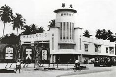 Wow! The old Cathay Cinema, still sitting there in Jalan Bukit Bintang, Kuala Lumpur. Haha, how much its changed now!