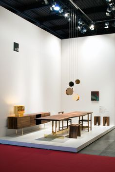 e15 fair stand at Salone del Mobile 2017 with table TRUNK II by Philipp Mainzer. More: www.e15.com #walnut #brass
