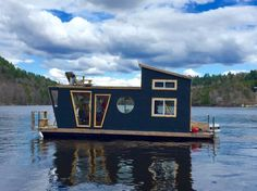 Boat in Wakefield, Canada. The River Den is a 4 season houseboat, docked in picturesque Wakefield, Qc. This dream boat is a floating tiny house which does not have hot water, electricity, or a fridge. we do provide a cooler with ice and a BBQ. There is a woodstove and compo...