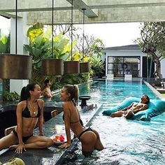 With the site of these brilliant pools/hot tubs, the collaborators at Decadence & Vice are eager to take a dip, even as winter approaches. Small Backyard Pools, Backyard Pool Designs, Small Pools, Swimming Pools Backyard, Swimming Pool Designs, Pool Landscaping, Pool Spa, My Pool, Piscina Interior