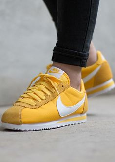 Sneakers For Girl : Nike Cortez Nylon: Yellow… Moda Sneakers, Sneakers Mode, Sneakers Fashion, Fashion Shoes, Shoes Sneakers, Women's Shoes, Fashion Men, Sneakers Design, Style Fashion