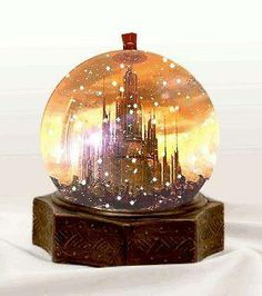 Gallifrey snow-globe. I TOTALLY WANT ONE OF THESE!!