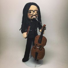 Happy birthday @joekwon80 from @theavettbrothers! #cello #avettbrothers #theavettbrothers #amiguruME #amigurumi #crochet #craftyiscool #amigurumicello #amigurumiinstruments #amigurumidoll #crochetdoll #allisonhoffman #joekwon #avettnation