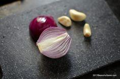 Ceafa de porc marinata - la gratar sau la tigaie | Savori Urbane Onion, Chili, Garlic, Vegetables, Food, Chile, Chilis, Vegetable Recipes, Eten