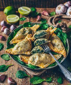 Vegan dumplings with spinach and cashew ricotta - Bianca Za .- Vegan dumplings with spinach and cashew ricotta – Bianca Zapatka Health Snacks, Vegan Snacks, Vegan Dinners, Vegan Food, Veggie Recipes, Appetizer Recipes, Vegetarian Recipes, Healthy Recipes, Snacks Recipes