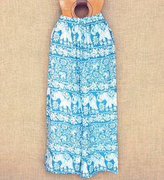 Aquela calça larguinha e com a estampa que você ama está aqui!  Vários modelos por R$ 6490  Na foto: branca e azul celeste com elefantes brancos  Saiba mais no nosso whats: 13 982166299