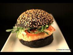 Mini-hamburguesas de Langostinos y Cebollino en Panecillos de Tinta de Calamar